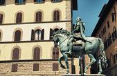 The equestrian statue of Cosimo I de Medici — Stock Photo