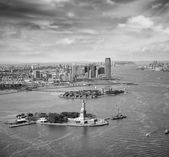 New York. Helicopter view Statue of Liberty — Stock Photo