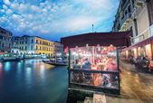 Venice, Italy. Pubs and restaurants at night along Grand Canal — Stock Photo