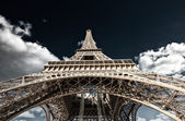 Paris. Powerful structure of Magnificent Eiffel Tower at sunset — Stock Photo