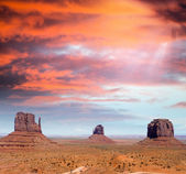 The unique buttes and landscape of Monument Valley, Utah, USA. — Stock Photo