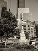 NEW YORK CITY - APR 29: The bustle of Columbus Circle in NYC see — Stock Photo