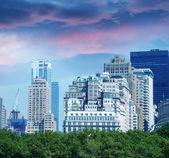 New york city. panoramę Manhattanu z piękne niebo o zmierzchu — Zdjęcie stockowe