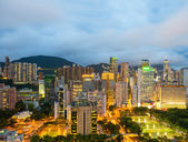 Hong Kong night skyline with clouds in the sky — Stock fotografie