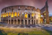 Colori del colosseo al tramonto a roma — Foto Stock