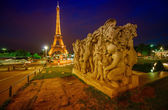 Eiffel Tower night lights — Stock Photo