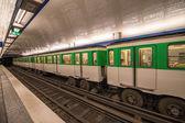 метро в париже. — Стоковое фото