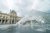 Pyramid of Louvre geometric lines — Stock Photo