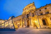 Louvre museum at twilight — Stock Photo