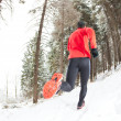 Winter trail running — 图库照片