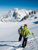 Skiers on the big glacier of Vallee Blanche. — Stock Photo