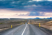 Ondulated and empty road in the sub-artic icelandic landscape — Stock Photo