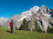 Hiker admiring mountain landscape around Mont Blanc, Courmayer — Stock Photo