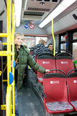 VIENNA - OCTOBER 26: Young in the First Electric Bus (Е — Stockfoto