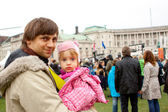 VIENNA - OCTOBER 26: Man with his dauther on Austrian National D — Stock Photo