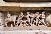 Os guerreiros antigos sobre a batalha de campo khajuraho anúncio 930-950 — Fotografia Stock