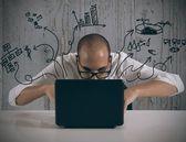 Empresario trabaja con el ordenador portátil — Foto de Stock