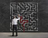 Att hitta en lösning på labyrint — Stockfoto