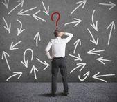 трудный выбор бизнесмена — Стоковое фото