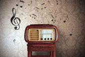 Note de musique vintage avec radio ancienne — Photo