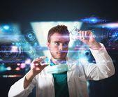 Läkare med futuristiska pekskärm gränssnitt — Stockfoto