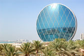 The luxury hotel and circular building, Abu Dhabi, UAE — Stock Photo