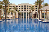 Swimming pool of the luxury hotel, Saadiyat island, Abu Dhabi, U — Stock Photo
