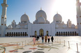 Kicsinyeim, nyáron kültéri játékアブダビ、アラブ首長国連邦 - 6 月 11 日: シェイク ザイード グランド モスク、イスラム教徒 — ストック写真