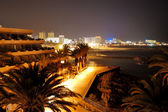 Night illumination of luxury hotel during sunset and Playa de la — Stock Photo