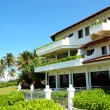 The luxury hotel and green lawn, Bentota, Sri Lanka - Zdjęcie stockowe