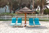 Beach and sunbeds at the luxury hotel, Ajman, UAE — Stock Photo