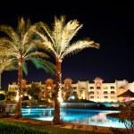 The swimming pool at luxury hotel in night illumination, Hurghad — Stock Photo