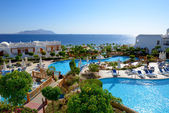 The beach with swimming pools at luxury hotel, Sharm el Sheikh, — Stok fotoğraf