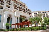 Building of the luxury hotel, Saadiyat island, Abu Dhabi, UAE — Stock Photo