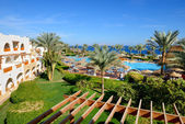 The beach with swimming pool at luxury hotel, Sharm el Sheikh, E — Stock Photo