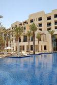 Hut at swimming pool of the luxury hotel, Saadiyat island, Abu D — Stock Photo