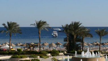 The motor yacht near beach at the luxury hotel, Sharm el Sheikh, Egypt — Vídeo stock