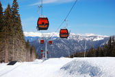 JASNA-MARCH 15: Cableway cabins at Jasna Low Tatras. It is the l — Stockfoto