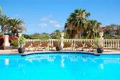 Zwembad op luxehotel, eiland tenerife, spanje — Stockfoto