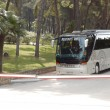 KASSANDRA PENINSULA, GREECE - APRIL 28: The modern bus for touri — Stockfoto