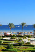 Motor yacht and beach at the luxury hotel, Sharm el Sheikh, Egyp — 图库照片