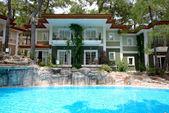 Swimming pool near luxury villas, Marmaris, Turkey — Stock Photo