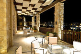 El lobby en hotel de lujo en iluminación nocturna, Peloponnesus, gre — Foto de Stock