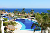 The beach and swimming pool at luxury hotel, Sharm el Sheikh, Eg — Stock Photo