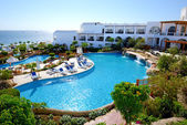 The beach with swimming pools at luxury hotel, Sharm el Sheikh, — Stock Photo