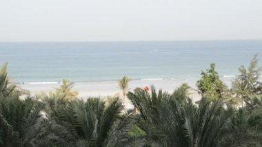 沙滩和绿松石水的豪华酒店,阿治曼、 阿拉伯联合酋长国 — 图库视频影像