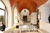 Lobby interior of the luxury hotel, Ras Al Khaimah, UAE — Stock Photo