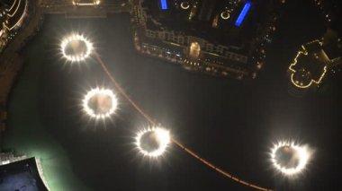 Dubai, Birleşik Arap Emirlikleri - 10 Eylül: aşağı kent ve çeşmeler Dubai, Bae dans gece görünümü — Stok video