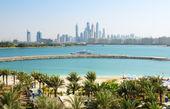 The modern luxury hotel on Palm Jumeirah man-made island, Dubai, — Stock Photo