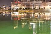 Dubaj, Spojené arabské emiráty - 9. září: pohled na burj khalifa a umělých — Stock fotografie